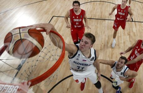 Slovenia's Luka Doncic dunks the ball during the Eurobasket European Basketball Championship final match against Serbia in Istanbul, Sunday, Sept. 17. 2017. (AP Photo/Thanassis Stavrakis)