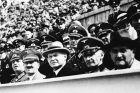 Ο Αδόλφος Χίτλερ στις κερκίδες του ολυμπιακού κέντρου κολύμβησης του Βερολίνου κατά τη διάρκεια των Ολυμπιακών Αγώνων 1936 | Τετάρτη 5 Αυγούστου 1936