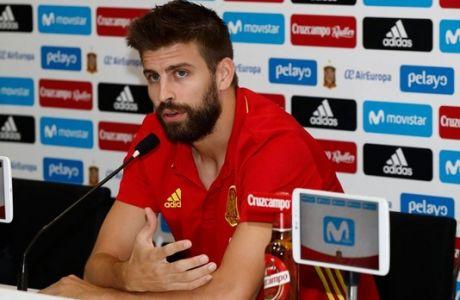 Τα μάζεψε ο Πικέ δηλώνοντας περήφανος που παίζει με την Ισπανία!