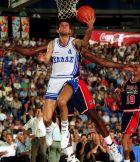 Το ιστορικό λέι-απ του Ευθύμη Μπακατσιά μπροστά από τον Ρέτζι Μίλερ στην αναμέτρηση της Εθνικής Ελλάδας με τις ΗΠΑ στα ημιτελικά του Μουντομπάσκετ '94, Τορόντο, Σάββατο 13 Αυγούστου 1994