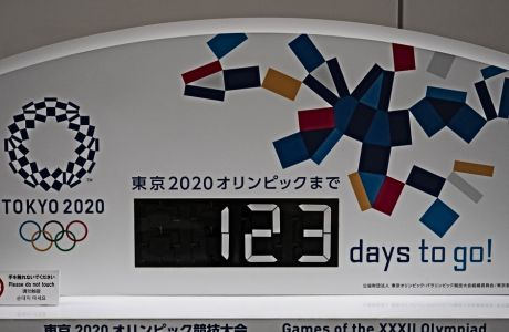 123 ημέρες πριν την προγραμματισμένη εκκίνηση των Ολυμπιακών Αγώνων, η ΔΟΕ δεν έχει καταλήξει στο τι θα γίνει.