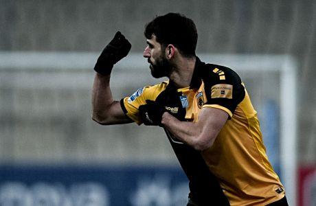 Ο Νέλσον Ολιβέιρα έχει μόλις σκοράρει το 1-0 της ΑΕΚ, στο δρόμο για τη νίκη επί του Ατρομήτου