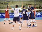 Ο Ντίμα Φιλίποφ συγχαίρει τους συμπαίκτες του, Ζήση και Πρωτοψάλτη για την επίτευξη πόντου. Στιγμιότυπο του αγώνα Ελλάδα - Αζερμπαϊτζάν για τα προκριματικά του Ευρωπαϊκού Πρωταθλήματος.