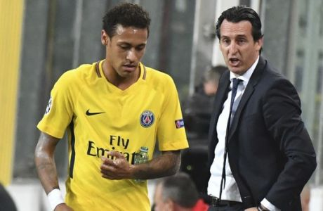 PSG coach Unai Emery, right, talks to PSG's Neymar during a Champions League Group B soccer match between Anderlecht and Paris Saint-Germain at the Constant Vanden Stock stadium in Brussels, Belgium, Wednesday, Oct. 18, 2017. (AP Photo/Geert Vanden Wijngaert)