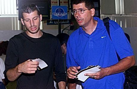 Euro 2004: Ο Νίκος Φιλίππου κατέβηκε στην Ομόνοια με το μηχανάκι