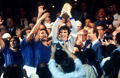 1982 World Cup Final, Madrid, Spain, 11th July, 1982, Italy 3 v West Germany 1, Italian captain Dino Zoff holds aloft the World Cup trophy after receiving from King Juan Carlos of Spain  (Photo by Bob Thomas/Getty Images)