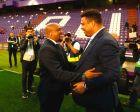 """Ρομπέρτο Κάρλος και Ρονάλντο, παλιοί γνώριμοι από τη Ρεάλ Μαδρίτης και την Εθνική Βραζιλίας, πριν από αγώνα της Βαγιαδολίδ με τους """"μερένγκες""""."""