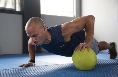 3 ασκήσεις για να πετύχεις τα τέλεια push-ups