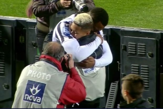 Ο Βαρέλα πανηγύρισε το 2-0 με το γιο του κι έβαλε τα κλάματα