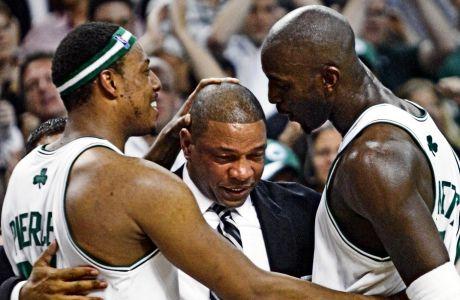 """""""Η δουλειά μου είναι να κοουτσάρω παιδιά για να τα κάνω καλύτερους παίκτες, καλύτερους συμπαίκτες και καλύτερους ανθρώπους. Πώς να είναι δυνατοί, συμπονετικοί, καλοί winners, καλοί losers -αν υπάρχει αυτό. Ένας προπονητής δεν διδάσκει μόνο μπάσκετ, αλλά ζωή"""". Ντοκ Ρίβερς"""