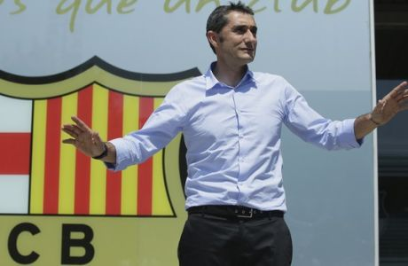 Barcelona's coach Ernesto Valverde gestures upon his arrival at the club's office at the Camp Nou stadium in Barcelona, Spain, Wednesday, May 31, 2017. Former player Valverde was hired as the new coach, the club confirmed on Monday. (AP Photo/Manu Fernandez)
