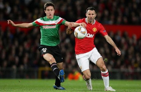 File photo dated 08/03/2012 of Manchester United's Ryan Giggs and Athletic Bilbao's Aguera Ander Herrera (left) battle for the ball. PRESS ASSOCIATION Photo. Issue date: Monday September 2, 2013. Manchester United are attempting to tie up the deadline-day transfer of Athletic Bilbao's Ander Herrera tonight. See PA Story SOCCER Man Utd. Photo credit should read: Dave Thompson/PA WIre