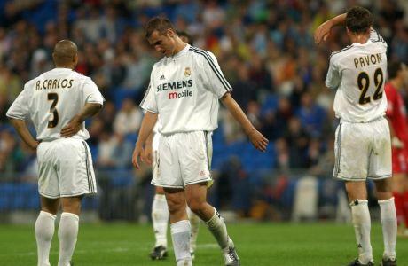 Ρομπέρτο Κάρλος, Ιβάν Ελγκέρα, Φρανσίσκο Παβόν αντιδρούν απογοητευμένοι στο γκολ που έχει μόλις σκοράρει η Ρεάλ Σοσιέδάδ, κατά την αναμέτρηση Ρεάλ Μαδρίτης- Ρεάλ Σοσιεδάδ για την La Liga.