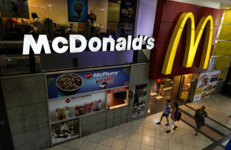 epa07741655 (FILE) - View of the logo of the McDonald's chain in a restaurant closed, in Caracas, Venezuela, 03 September 2018 (reissued 26 July 2019). McDonalds is to release their 2nd quarter 2019 earnings report on 26 July 2019.  EPA/Cristian Hernández