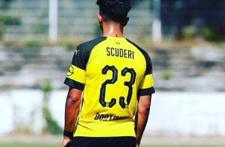 O 21χρονος παίκτης της Ντόρτμουντ που κόβει την μπάλα μετά από 9 εγχειρήσεις