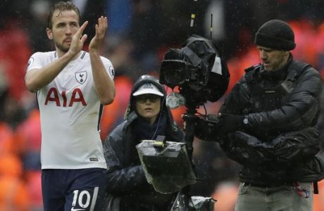 Tottenham Hotspur's Harry Kane applauds the fans after the end of the English Premier League soccer match between Tottenham Hotspur and Arsenal at Wembley stadium in London, Saturday, Feb. 10, 2018. Tottenham won the game 1-0. (AP Photo/Matt Dunham)