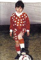 Φορώντας την εμφάνιση της Γκραντόλι, της πρώτης του ομάδας (1992)