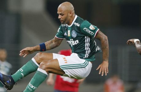 Felipe Melo, of Brazil's Palmeiras, left, fights for the ball with Luis Cabezas, of Bolivia's Jorge Wilstermann, during a Copa Libertadores soccer match in Sao Paulo, Brazil, Wednesday, March 15, 2017. (AP Photo/Nelson Antoine)