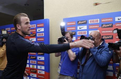 England's Harry Kane throws a dart as he takes part in a journalists challenge at the England media centre at the 2018 soccer World Cup, in Repino, near St Petersburg, Russia, Sunday, July 1, 2018. (AP Photo/Alastair Grant)
