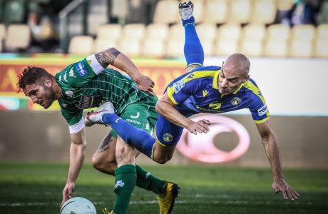 Μπαράλες και Σένκεφελντ σε διεκδίκηση της μπάλας στην αναμέτρηση Παναθηναϊκός - Αστέρας 0-0 στην Λεωφόρο, για την 14η αγ. της Super League Interwetten | 03/01/2021 (ΦΩΤΟΓΡΑΦΙΑ: ΘΑΝΑΣΗΣ ΔΗΜΟΠΟΥΛΟΣ / EUROKINISSI)