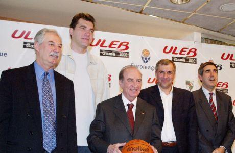 Η Ευρωλίγκα το 2004 έχει εδραιωθεί και γιόρταζε το 1000ό παιχνίδι της στην Αθήνα μεταξύ Παναθηναϊκού και Ζαλγκίρις. Από αριστερά Κώστας Ρήγας, Άρβιντας Σαμπόνις, Εδουάρδο Πορτέλα, Ζέλικο Ομπράντοβιτς και Τζόρντι Μπερτομέου