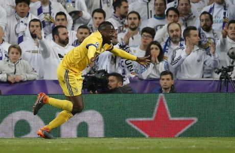 Juventus' Blaise Matuidi, celebrates after scoring his side's third goal during a Champions League quarter-final, 2nd leg soccer match between Real Madrid and Juventus at the Santiago Bernabeu stadium in Madrid, Spain, Wednesday, April 11, 2018. (AP Photo/Paul White)