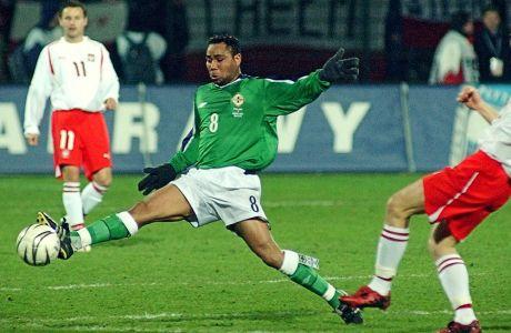 Ο Τζεφ Γουίτλι σε αγώνα της Β.Ιρλανδίας με αντίπαλο την Πολωνία για τα προκριματικά του Παγκοσμίου Κυπέλλου του 2006