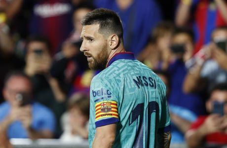 Barcelona's Leo Messi plays during the Spanish La Liga soccer match between Barcelona and Granada at the Los Carmenes stadium in Granada, Spain, Saturday, Sept. 21, 2019.(AP Photo/Miguel Morenatti)