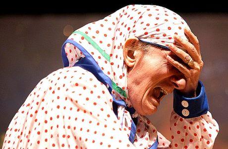 """Δύο παραστάσεις (μία απογευματινή και μία βραδυνή) έδωσε χθες, Δευτέρα 22 Νοεμβρίου στα Γιάννενα, ο θίασος του Στάθη Ψάλτη. Ανέβασε την κωμωδία """"Πού πας Γιωργάκη με τέτοιο καιρό""""."""