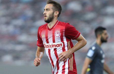 Ο Κώστας Φορτούνης πανηγυρίζει το τέρμα που πέτυχε απέναντι στον Αστέρα Τρίπολης, στη νίκη του Ολυμπιακού με σκορ 3-0 στο Φάληρο, για την 2η αγ. της Super League Interwetten 2020-2021. (ΦΩΤΟΓΡΑΦΙΑ: ΜΑΡΚΟΣ ΧΟΥΖΟΥΡΗΣ / EUROKINISSI)