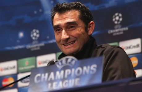 Valencia's head coach Ernesto Valverde gives a press conference, on the eve of their second leg of the UEFA Champions League last 16 match against Paris Saint Germain, Tuesday, March 5, 2013. (AP Photo/Thibault Camus)
