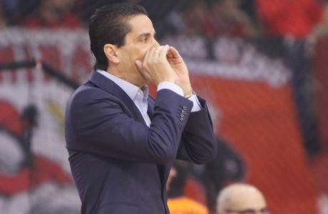 Χωρίς γραβάτα ο Σφαιρόπουλος!