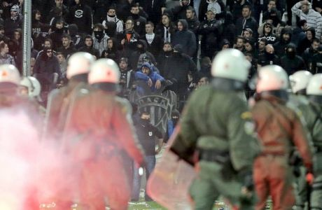 Δεκαπέντε συλλήψεις, δώδεκα αστυνομικοί τραυματίες ο απολογισμός του ντέρμπι