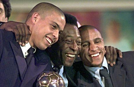 Ιανουάριος 1998 και ο Πελέ παρευρίσκεται στη βράβευση του Παίκτη της Χρονιάς από τη FIFA, σε μια αναμνηστική φωτογραφία με τους Ρομπέρτο Κάρλος και Ρονάλντο