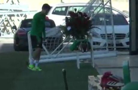 Έκαναν δώρο λουλούδια στον Χοακίν και αυτός πόζαρε σαν... πεθαμένος!