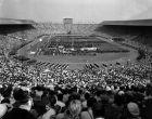 Η τελετή έναρξης των Ολυμπιακών Αγώνων του 1948 στο Λονδίνο. Τέσσερα χρόνια μετά την ακύρωσή τους το 1944,  όταν ακόμη μαινόταν ο β παγκόσμιος πόλεμος