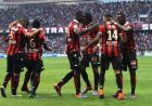 """Nice's teammates celebrate after scoring a goal during the French L1 football match Nice (OGCN) vs Nantes (FCN) on October 30, 2016 at the """"Allianz Riviera"""" stadium in Nice, southeastern France. / AFP PHOTO / VALERY HACHE"""