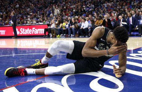 Ο Γιάννης Αντετοκούνμπο των Μιλγουόκι Μπακς σε στιγμιότυπο της αναμέτρησης με τους Φιλαδέλφεια Σίξερς για το NBA 2019-2020, Φιλαδέλφεια, Τετάρτη 25 Δεκεμβρίου 2019