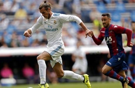Real Madrid's Gareth Bale runs with the ball during the Spanish La Liga soccer match between Real Madrid and Levante at the Santiago Bernabeu stadium in Madrid, Saturday, Sept. 9, 2017. (AP Photo/Francisco Seco)