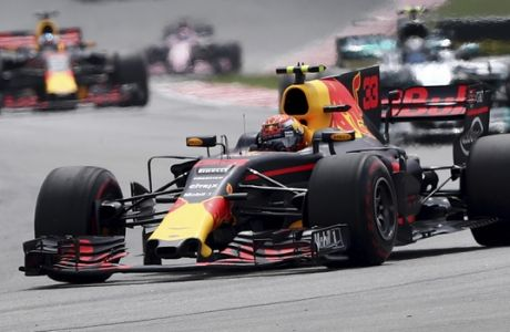 Red Bull driver Max Verstappen of the Netherlands leads the field during the Malaysian Formula One Grand Prix in Sepang International Circuit in Sepang, Malaysia, Sunday, Oct. 01, 2017. (AP Photo/Daniel Chan)