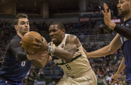 Milwaukee Bucks guard Eric Bledsoe, center, drives through the defense of the Orlando Magic during the second half of an NBA basketball game Monday, April 9, 2018, in Milwaukee. (AP Photo/Darren Hauck)