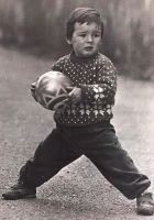 Ο μικρός Αρίτς με την αγαπημένη του μπάλα (από το προσωπικό αρχείο του παίκτη).