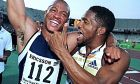 Μορίς Γκριν και Άτο Μπόλντον πανηγυρίζουν μετά από το παγκόσμιο ρεκόρ του πρώτου στα 100μ., στις 16 Ιουνίου 1999, στο διεθνές τουρνουά στίβου 'Τσικλητήρεια'