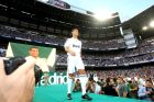 """Η παρουσίαση του Κριστιάνο Ρονάλντο από τη Ρεάλ Μαδρίτης στο """"Σαντιάγο Μπερναμπέου"""" (6/7/2009)."""