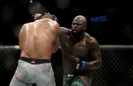 Ο Ζαϊρζίνιο Ρόζενστραϊκ χτυπάει τον Άλιστερ Όβεριμ σε αγώνα MMA βαρέων βαρών του UFC Fight Night, Ουάσιγκτον, Κυριακή 8 Δεκεμβρίου 2019