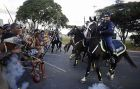 Συμπλοκές ιθαγενών διαδηλωτών με έφιππη αστυνομία