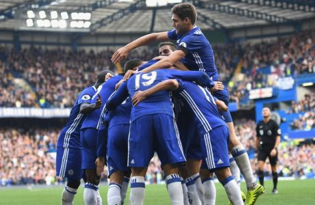 LONDON, ENGLAND - OCTOBER 15:  Eden Hazard of Chelsea celebrates scoring his sides second goal with his Chelsea team mates during the Premier League match between Chelsea and Leicester City at Stamford Bridge on October 15, 2016 in London, England.  (Photo by Shaun Botterill/Getty Images)