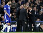 Manchester City manager Pep Guardiola, left, and Chelsea's head coach Antonio Conte, right, talk during the English Premier League soccer match between Chelsea and Manchester City at the Stamford Bridge stadium in London, Great Britain, Wednesday, April 5, 2017. (AP Photo/Kirsty Wigglesworth)