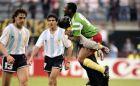 Οι Καμερουνέζοι πανηγυρίζουν τη νίκη επί της Αργεντινής στην πρεμιέρα του Παγκοσμίου Κυπέλλου του 1990