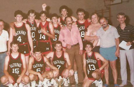 Ο Θεοδόσης Καντόγλου (στο μέσο με το μουστάκι) με την εφηβική ομάδα του Παγκρατίου που κατέκτησε το πανελλήνιο πρωτάθλημα του 1983 στο Βόλο. Όρθιοι από αριστερά Ν.Ευκόπουλος (μέλος του Δ.Σ)  Σακκκάς, Βατάκης, Σπ.Θέμελης, Παγκράτης, Καρατζάς, Καντόγλου, Νικολόπουλος, Κ.Νίκου (έφορος μπάσκετ) Η.Παπαλόης (πρόεδρος), Α.Μιαούλης (Γενικός Γραμματεας), Καθιστοί: Ο.Θέμελης, Ζώτος, Καλαμπάκος, Π.Γούμενος